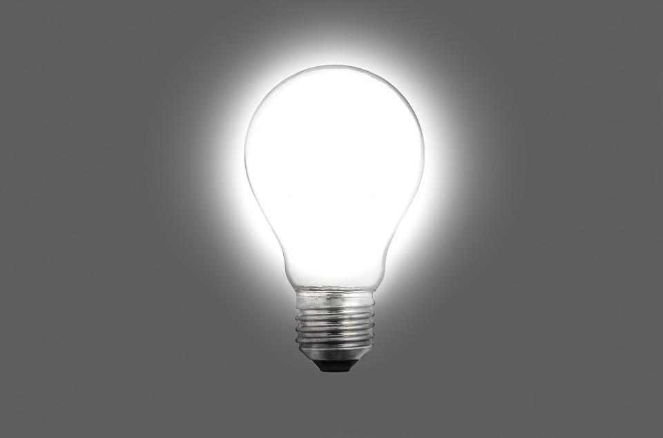 biela žiarovka