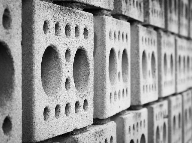 Múr z betónových tvárnic