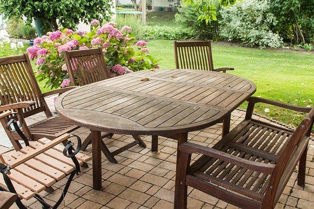 Nové trendy záhradného nábytku a grilovanie