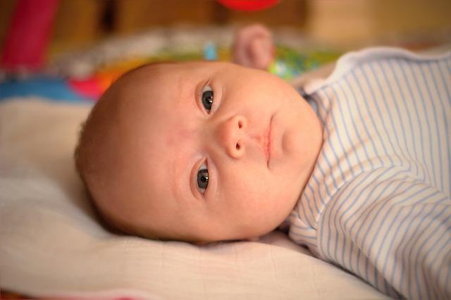 malý kojenec