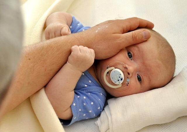 dítě a dlaň