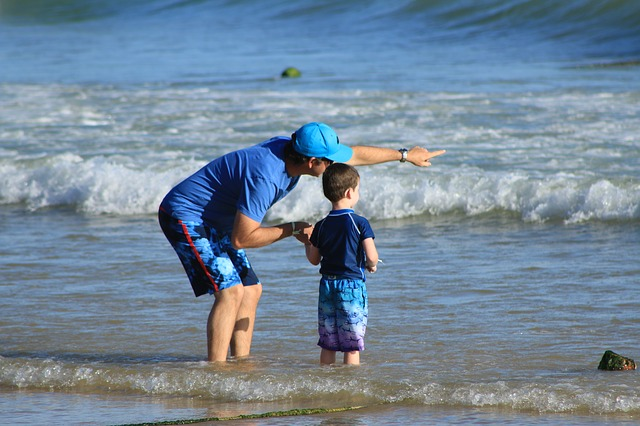 s dítětem u vody
