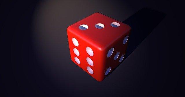 červená hrací kostka