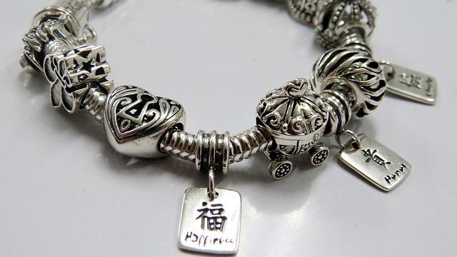 Strieborný náramok – šperk, ktorý poteší